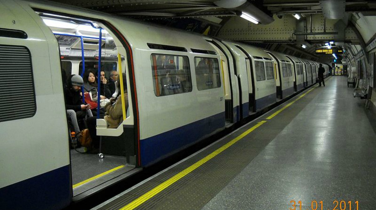london_tube_-_panoramio