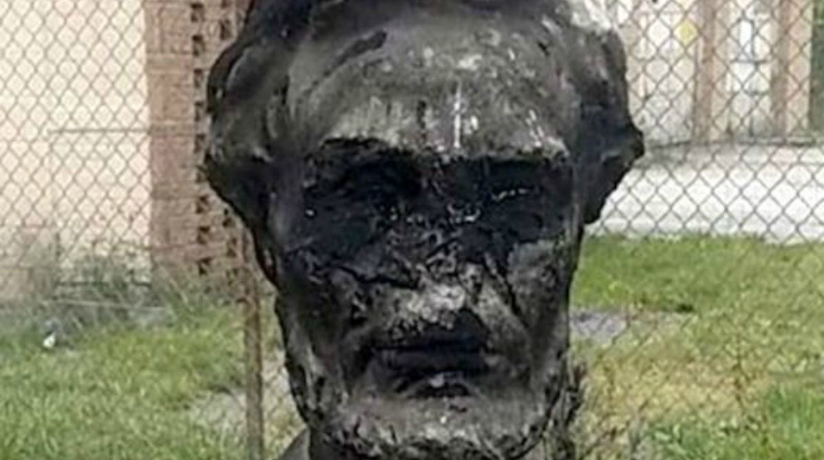 lincoln-defaced-chicago