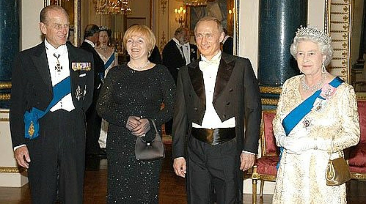 Russia President Putin and Queen, 2003